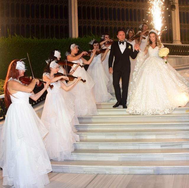 Ali Ağaoğlu yeğenini evlendirdi - Magazin haberleri