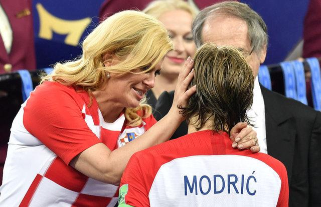 Dünya Kupası'nı kazanan Fransa'da, Kante sevinç gösterilerine damga vurdu