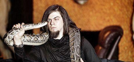 Son dakika: İllüzyonist Aref'i kobra yılanı ısırdı