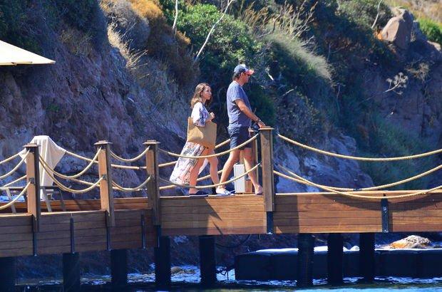 Banu Tarakçıoğlu ile eşi Aykut Tarakçıoğlu restorandan tekneye döndü