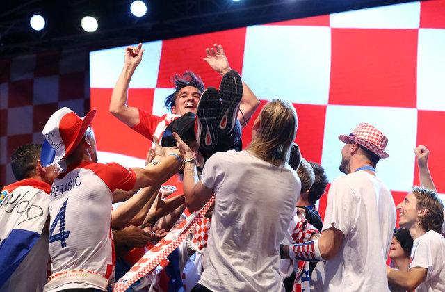 Dünya Kupası ikincisi Hırvatistan'ı 500 bin kişi karşıladı!