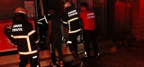 Adana'da alevlere teslim olan iş yeri kullanılamaz hale geldi