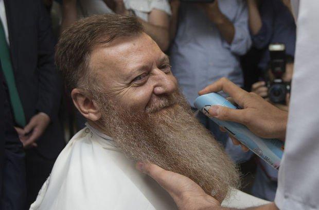 CHP'li Atıcı OHAL'e tepki olarak uzattığı sakalını kestirdi