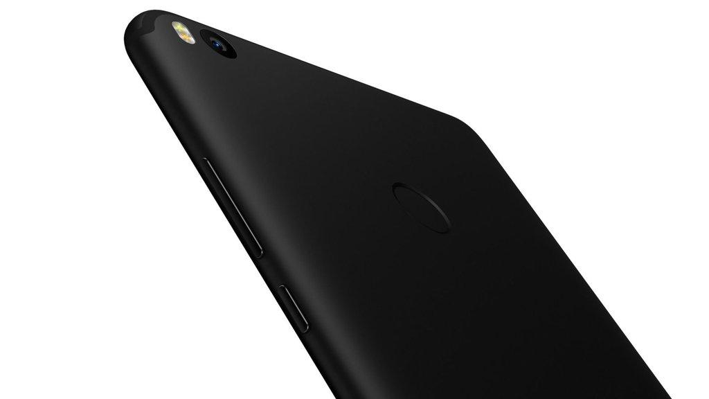 Dev akıllı telefonun teknik özellikleri ve fiyatı açıklandı!