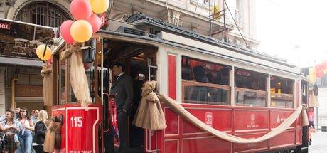 Vatman ile Zeki Müren nostaljik tramvay yolculuğuna çıktı