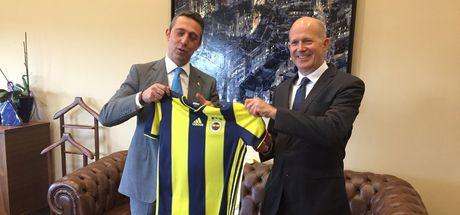 Büyükelçi Fenerbahçeli olduğunu açıkladı!