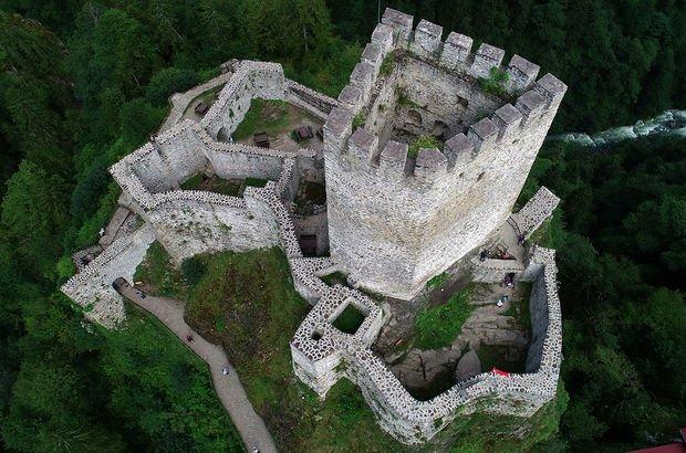 Kaya üzerine askeri amaç için inşa edilmişti! Turist yağıyor