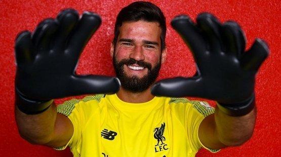 Tarihin en pahalı kaleci transferi! Alisson Becker rekor ücrete Liverpool'da!