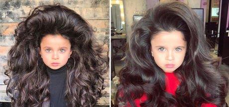 5 yaşındaki Mia gür saçlarıyla sosyal medyada fenomen oldu