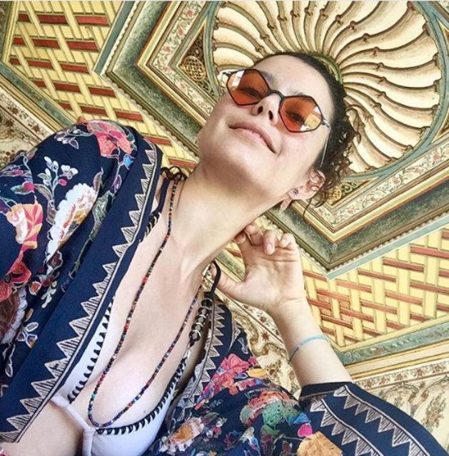 Beren Saat bikinili fotoğrafını paylaştı - Magazin haberleri
