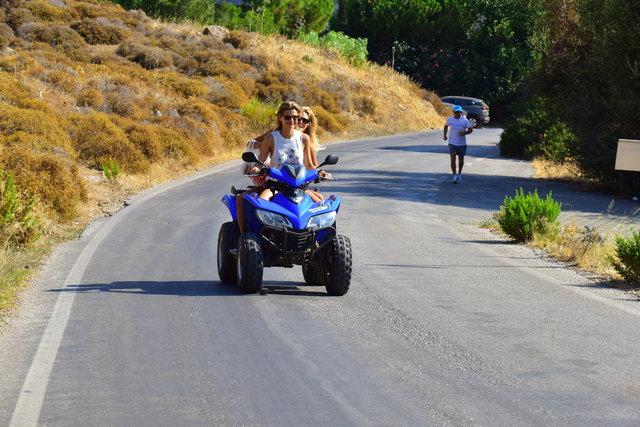 Tuğba Coşkun ve Şeyda Coşkun'un Bodrum tatili devam ediyor - Magazin haberleri