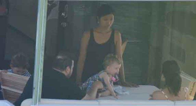 Şahan Gökbakar eşi Selin Gökbakar ve çocuklarıyla tatilde - Magazin haberleri