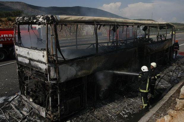 Son dakika: Otobüs yangını 6 kilometrelik trafik oluşturdu