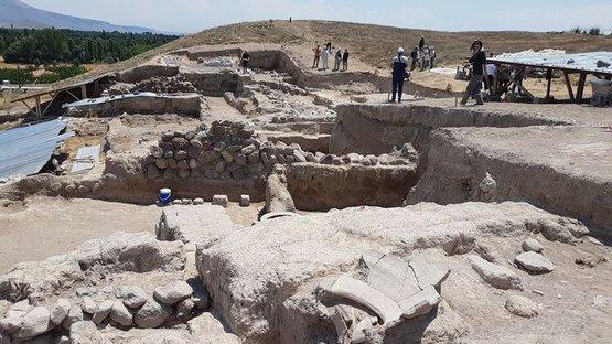 2 bin 500 yıllık tapınak bulundu