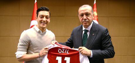 SON DAKİKA! Mesut Özil, milli takımı bıraktı!