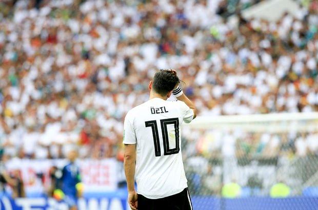 Mesut Özil'in kararı Almanlar'ı ikiye böldü