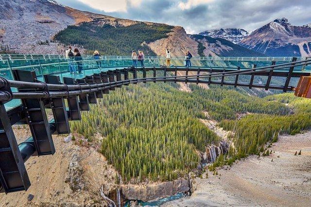 Dünyanın en korkutucu cam köprüleri