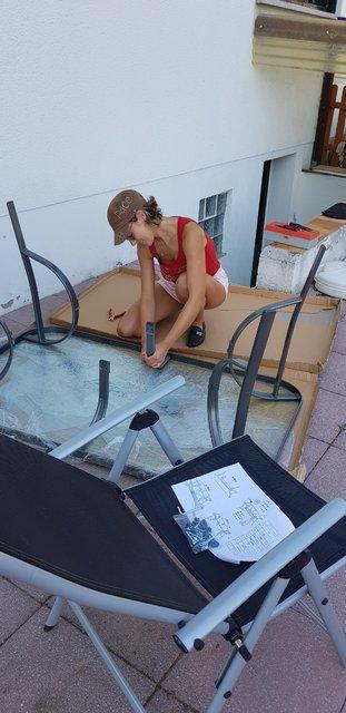 Şebnem Schaefer köyünde masa montajı yaptı