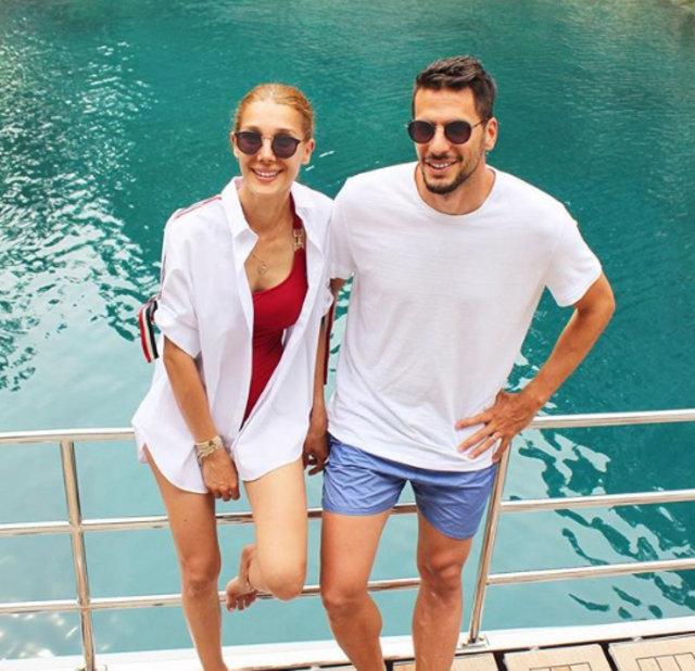 Hakan Balta ile eşi Derya Balta tatilde - Magazin haberleri