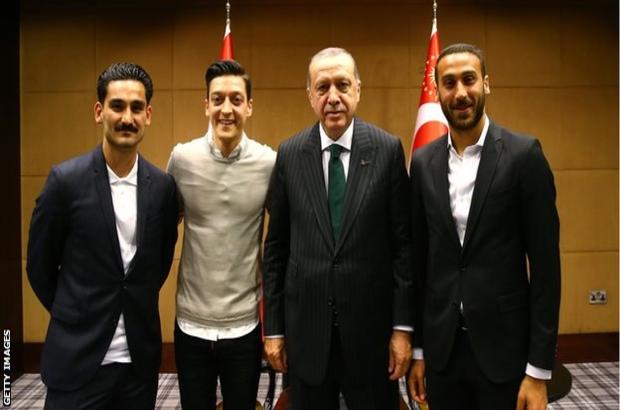 Mesut Özil 'Erdoğan fotoğrafına' tepkileri eleştirdi, Almanya Milli Takımı'nı bıraktı