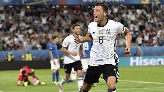 Göçmen olarak doğdu, yıldız oldu! İşte Mesut Özil'in hikayesi