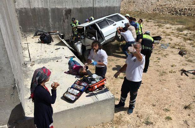 Otomobil üst geçidin ayağına çarptı: 4 ölü, 2 yaralı