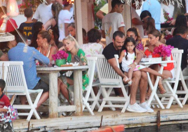 Demet Akalın ve Gülben Ergen, Bodrum'da pişti oldu - Magazin haberleri
