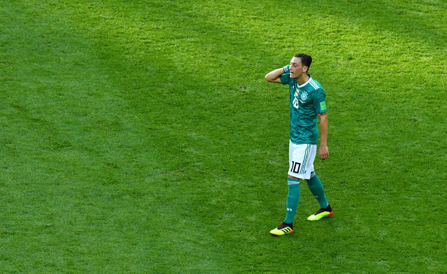 Mesut Özil'den Almanya'ya tarihi gol...