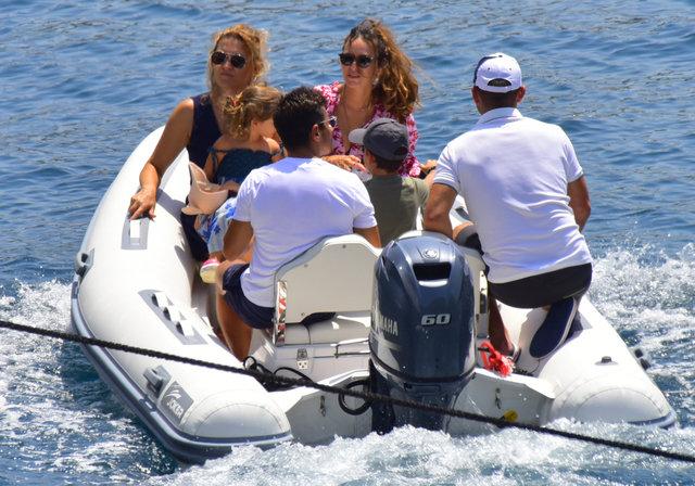 Emre Belözoğlu ailesi ile Bodrum'da tatil yapıyor - Magazin haberleri