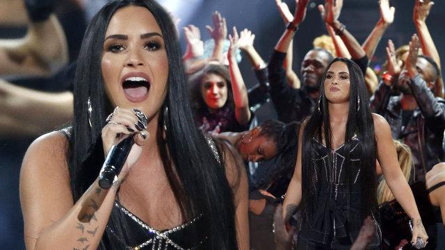 Ünlü şarkıcı Demi Lovato hastaneye kaldırıldı - Magazin haberleri