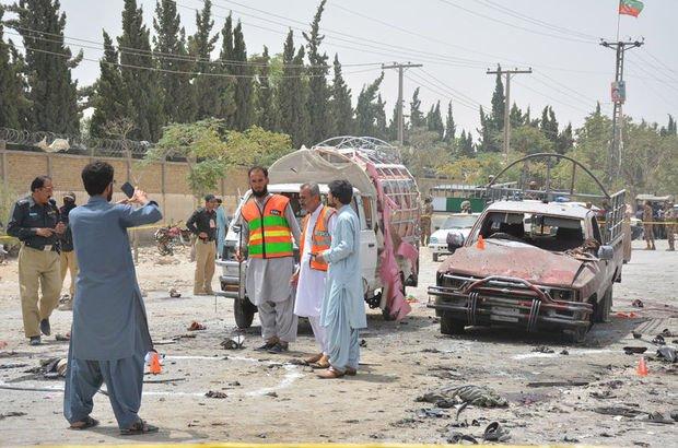 Pakistan'da oy kullanma merkezine bombalı saldırı!