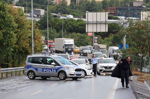 Araçtan akaryakıt sızdı, yol trafiğe kapatıldı