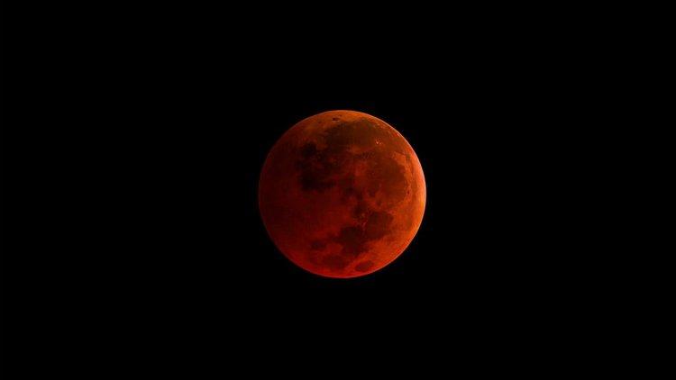 21. yüzyılın en uzun Kanlı Ay tutulması cuma günü yaşanacak