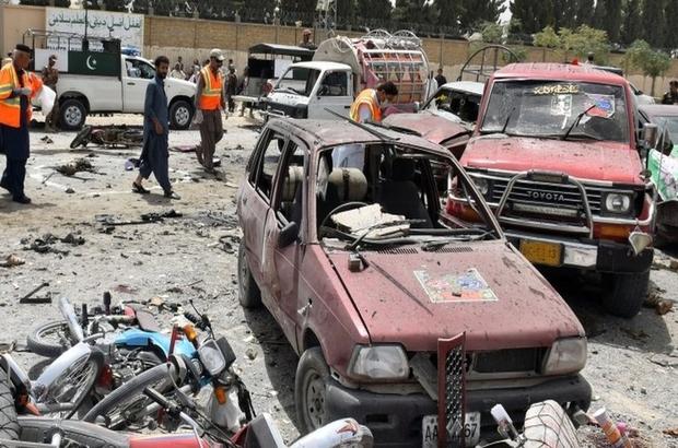 Pakistan'da bombalı saldırı ve şiddet olayları gölgesinde seçim: En az 33 ölü