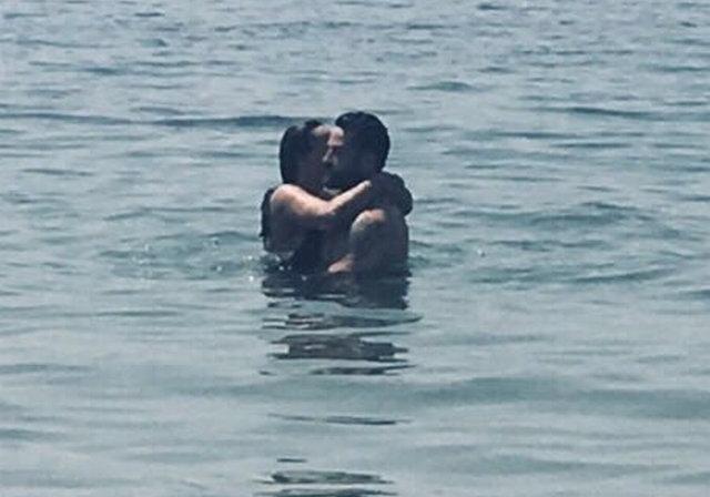 Asena ve eşi Hasan Dere, Bodrum'da görüntülendi