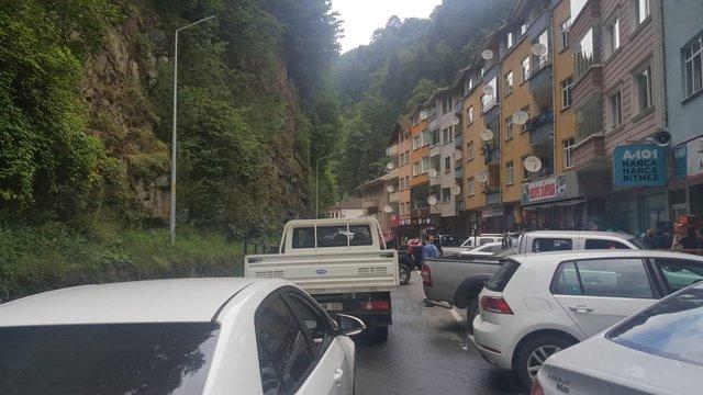 Ayder Yaylası yolunda trafik çilesi