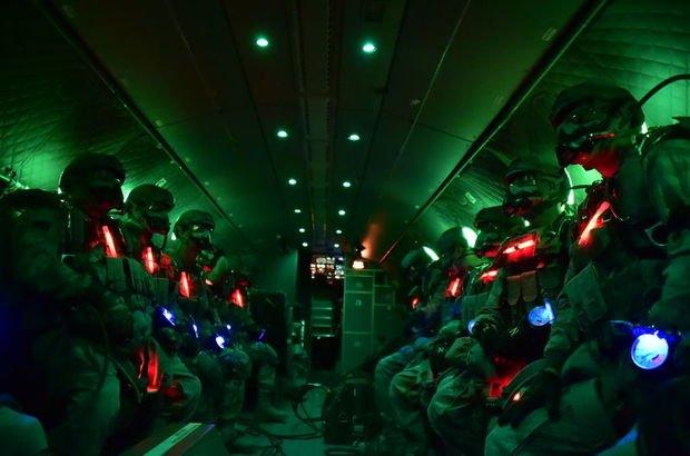 Son dakika: Bordo berelilerin paraşüt eğitimi 24 saat sürüyor