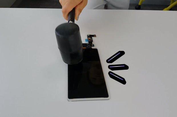 samsung kırılmız akıllı telefon ekranı