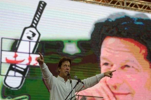 İmran Han: Pakistan'ın yeni başbakanı olmaya aday kriket yıldızının hikayesi