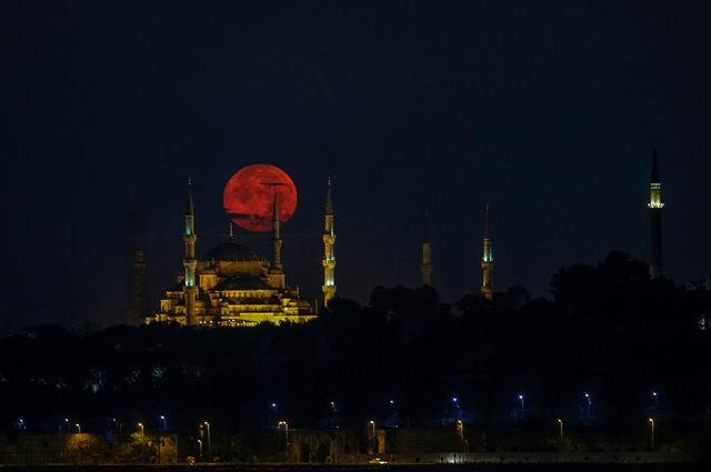 İstanbul'da dolunay görenleri hayran bıraktı