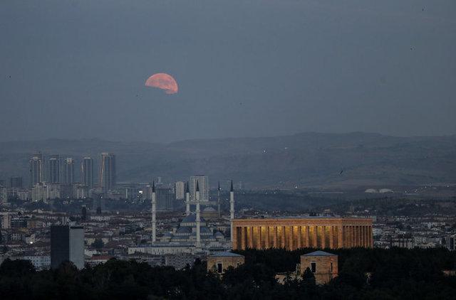 Türkiye, Kanlı Ay tutulmasına şahit oldu! İşte Ay tutulmasından kareler