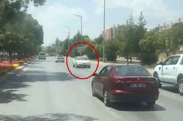Trafikte geri geri giden araç sürücü cezadan kaçamadı