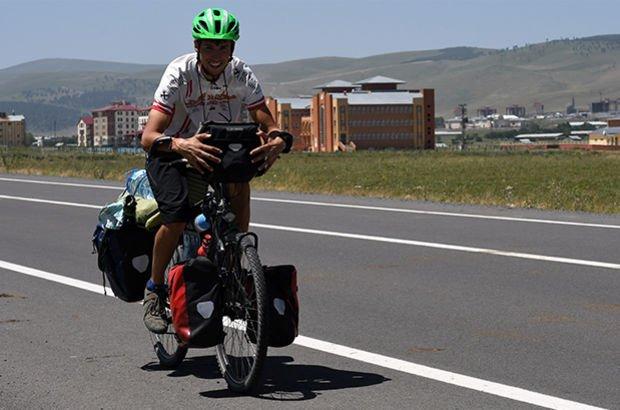 Almanya'dan Sarıkamış'a bisikletle gitti!