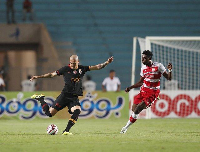 Club Africain - Galatasaray maçında gerginlik! Fatih Terim sahaya girdi