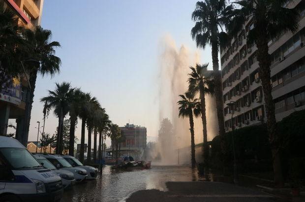 İzmir'de su borusu patladı, sular 30 metreye kadar yükseldi