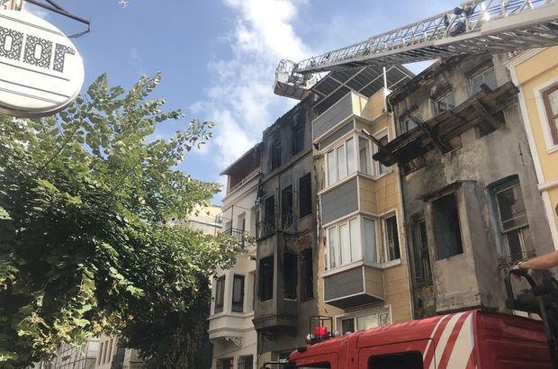 Son dakika: Fatih'te bir binanın çatısında yangın söndürüldü