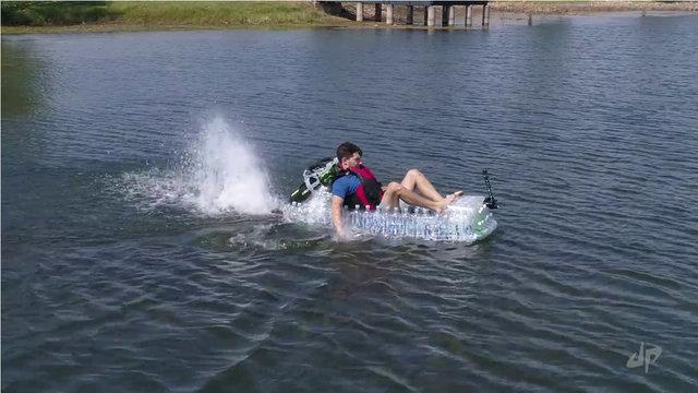 Kullanılmayan şişelerden tekne yaptı!