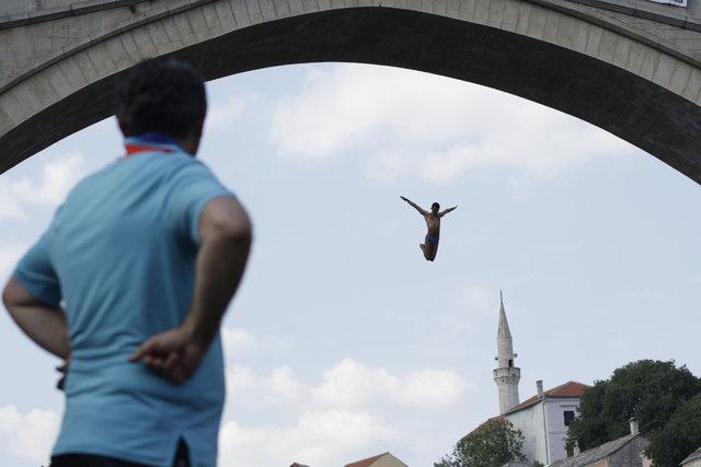 Mostar Köprüsü'nde geleneksel atlama yarışları gerçekleşti