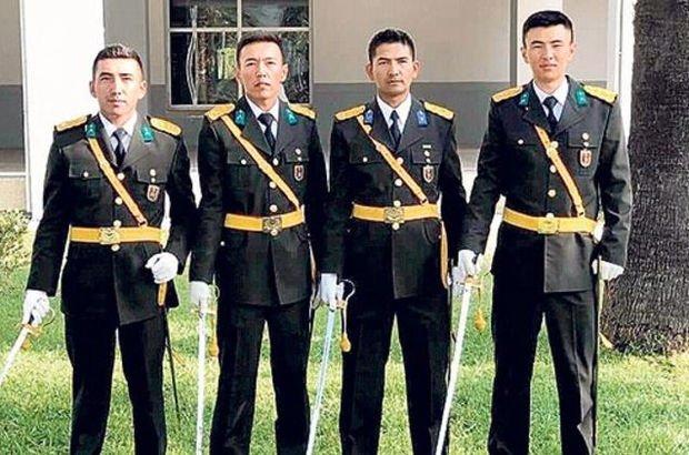 TSK'da bir ilk! Köyün ilk subayları oldular
