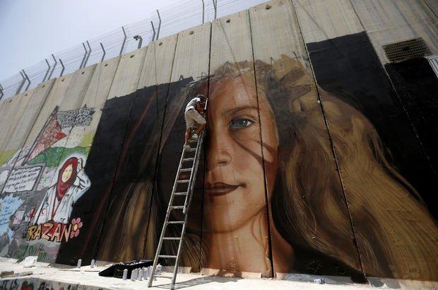 İsrail, Temimi'nin resmini çizen İtalyan sanatçıları sınır dışı etti!